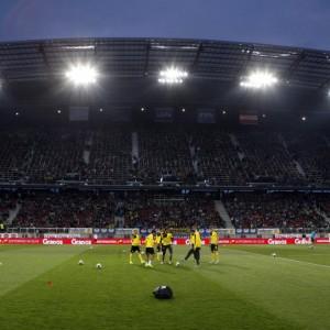 Spieler von Dortmund beim Aufwärmen in Stadion