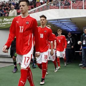 Einmarsch auf's Spielfeld der Spieler der Österreichischen U15 Nationalmannschaft