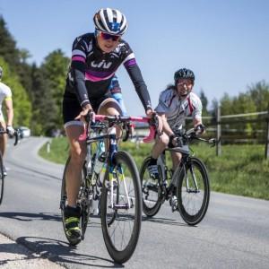 Sara Vilic auf Rennrad